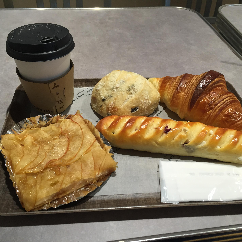 ゴントラン・シェリエのパンとコーヒー