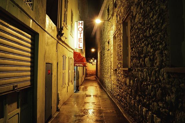 街の中のラブホテル