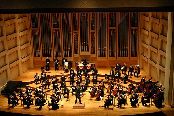 Dublin_Philharmonic_Orchestra_performing_Tchaikovsky's_Symphony_No_4_in_Charlotte,_North_Carolina (1)